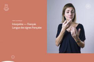 Helen interprete en langue des signess