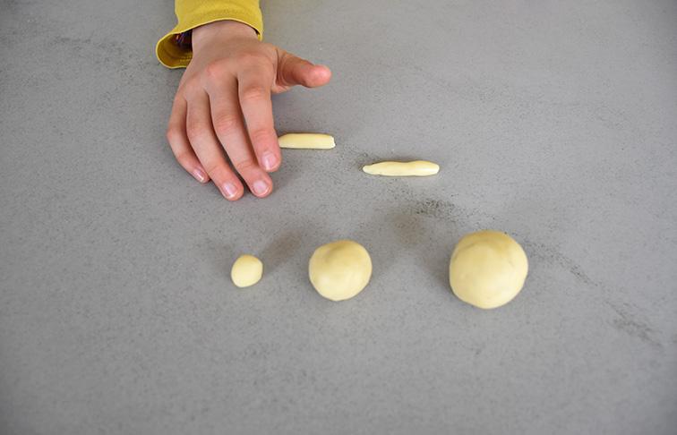 un lapin en pâte à modeler au chocolat