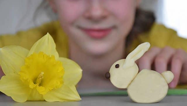 créer un lapin en pâte à modeler au chocolat