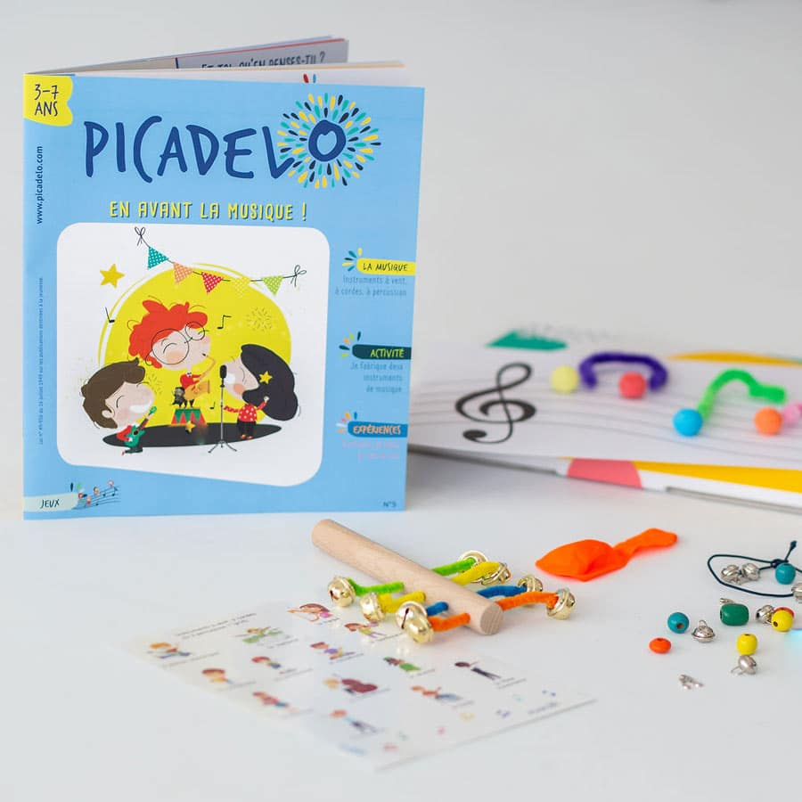 Contenu de la box pour enfant sur la musique - Kit d'activités, jeux, magazine, matériel créatif, autocollant pour découvrir la musique, les instruments, les partitions