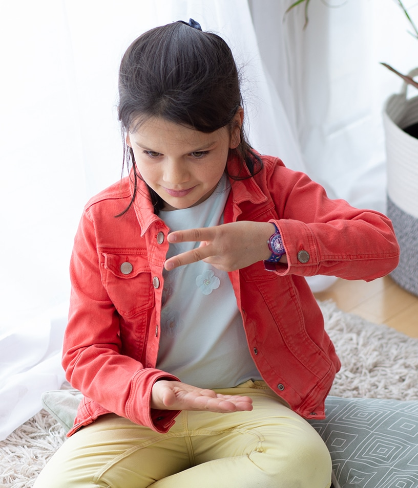 Découvrir la langue des signes avec les enfants à la maison avec la box d'activité Picadelo