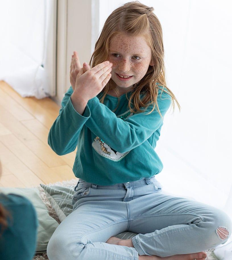 Découvrir la langue des signes en famille avec les enfants