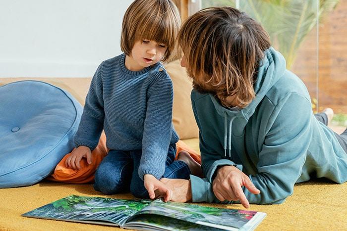 echange parent enfant - parler - discuter - développer le vocabulaire à 2 et 3 ans
